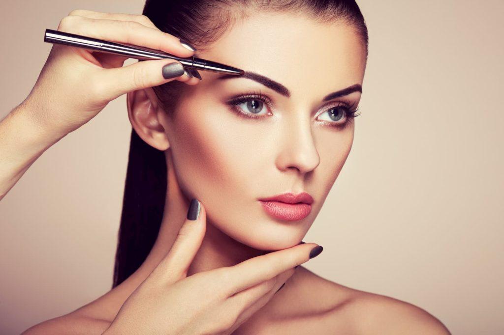 strupki po makijazu permanentnym brwi