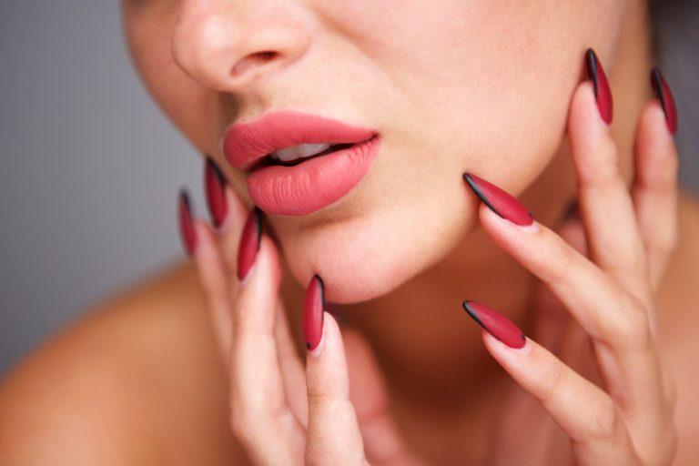 manicure żelowy a manicure hybrydowy różnice